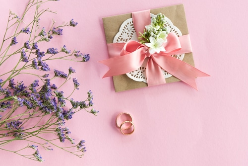 how to pick wedding stationary